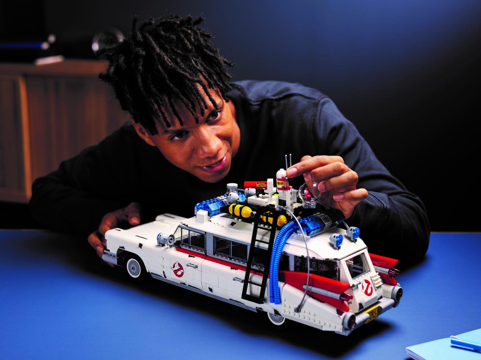 LEGO Ghostbusters ECTO-1 – Das Kultfahrzeug aus 2.352 Steinen